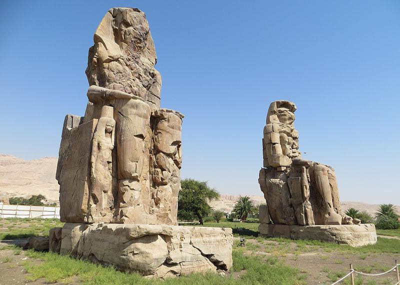 800px-Colossi_of_Memnon_0075_e1.jpg