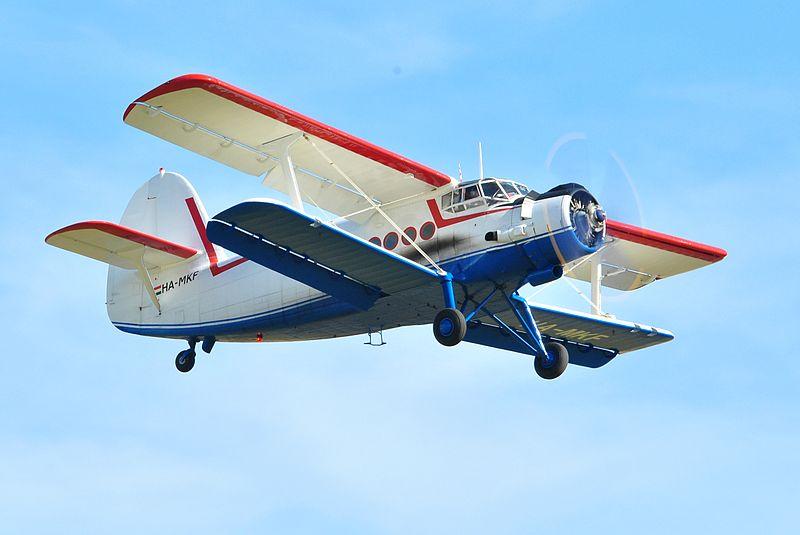 800px-Antonov_AN2_Duxford_Airshow_2012.jpg