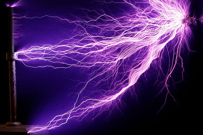 800px-225W_Tesla_coil_-_arcs_%28cropped%29.jpg